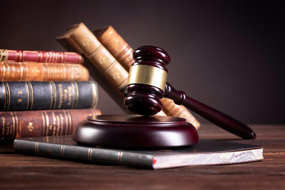 diferença entre advogado e bacharel